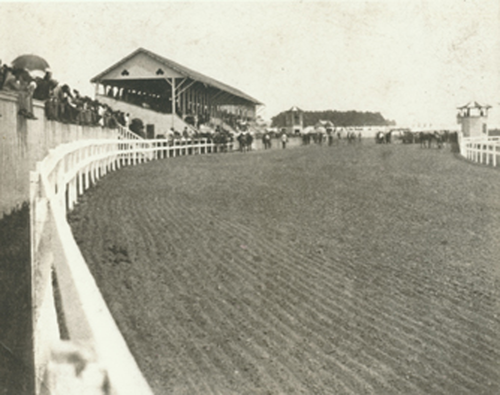 1995.1.2157: View of Saratoga Racetrack before a race, circa 1867 (Museum Collection)