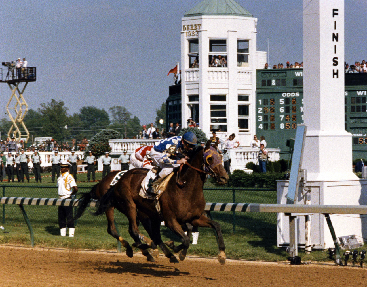 Alysheba (Chris McCarron up) wins the 1987 Kentucky Derby (Churchill Downs Inc./Kinetic Corp. /Museum Collection)