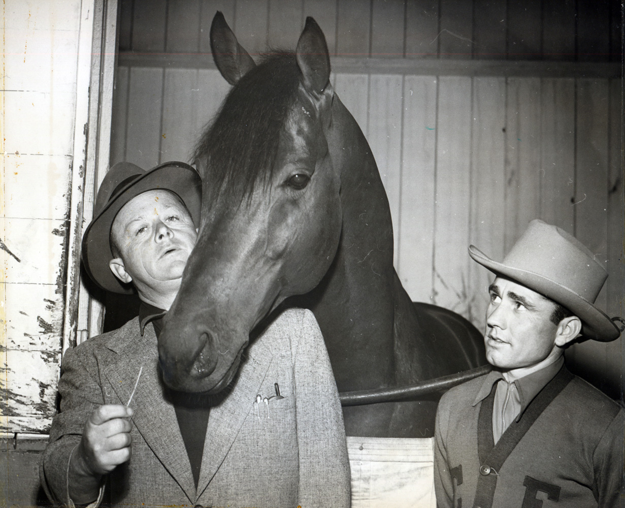 Jimmy Jones, Citation and jockey Steve Brooks in the barn area at Hollywood Park in 1951 (Hollywood Park Photo/Museum Collection)