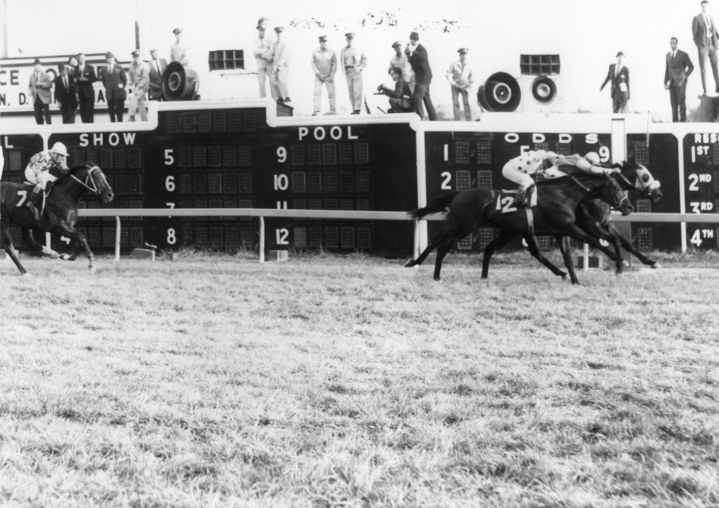 Fort Marcy (Manuel Ycaza up) winning the 1967 Washington, D.C. International at Laurel Park by a nose (Jerry Frutkoff/Museum Collection)