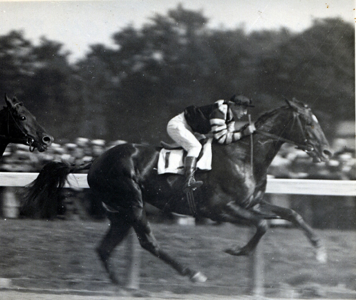 Man o' War (Andy Schuttinger up) wins the 1920 Travers Stakes at Saratoga (C.C. Cook/Museum Collection)