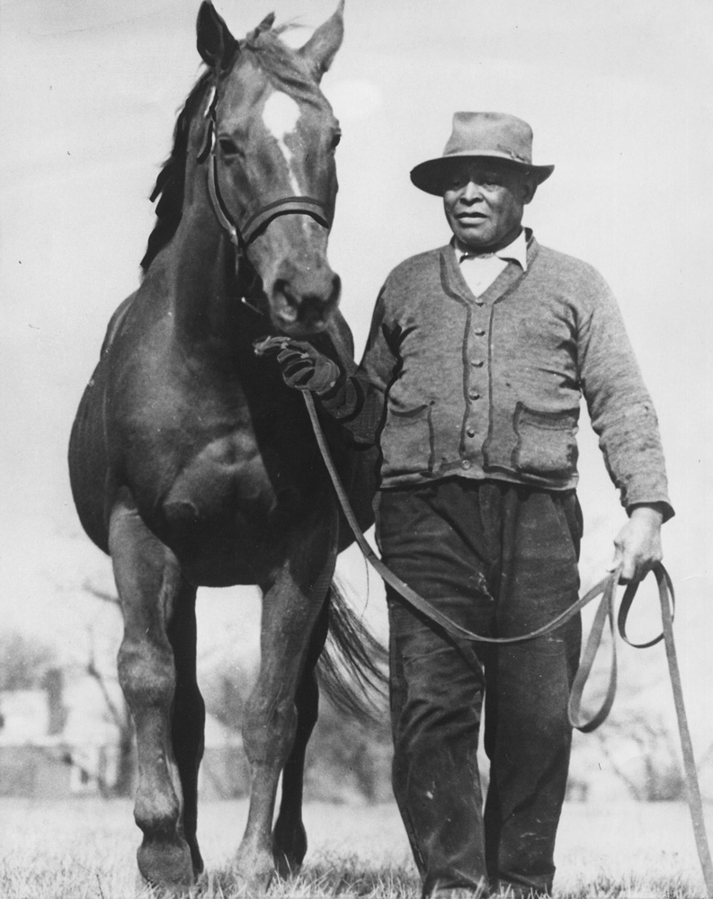 Man o' War and groom Will Harbut at Faraway Farm (Museum Collection)