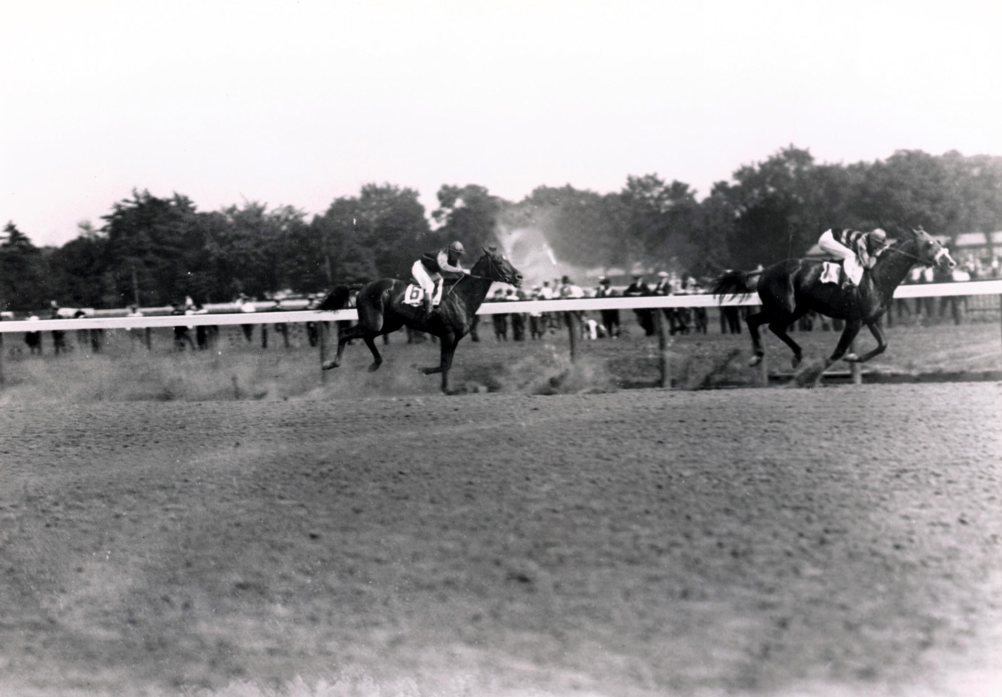 Sir Barton (Earl Sande up) defeating Exterminator in the 1920 Saratoga Handicap (Keeneland Library Cook Collection/Museum Collection)