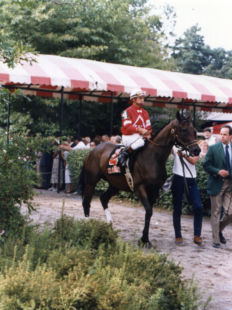 Earlie Fires and Classy Cathy about to enter the track with the post parade for the 1986 Alabama at Saratoga (Mike Pender/Museum Collection)