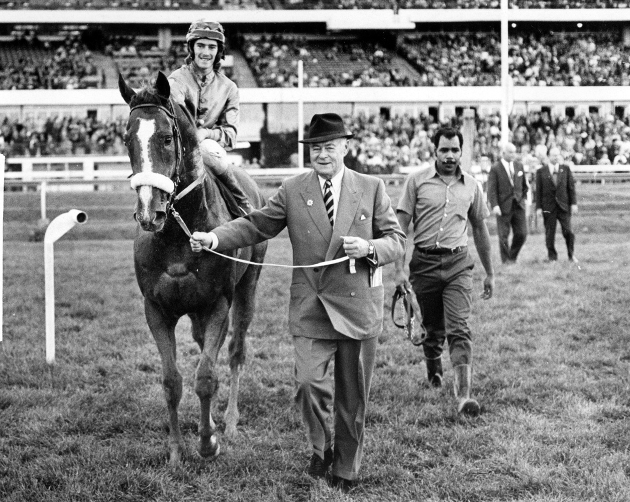 E. P. Taylor leading in Minsky (with Sandy Hawley up) after they won the 1971 Durham Cup Stakes at Woodbine (Michael Burns/Museum Collection)