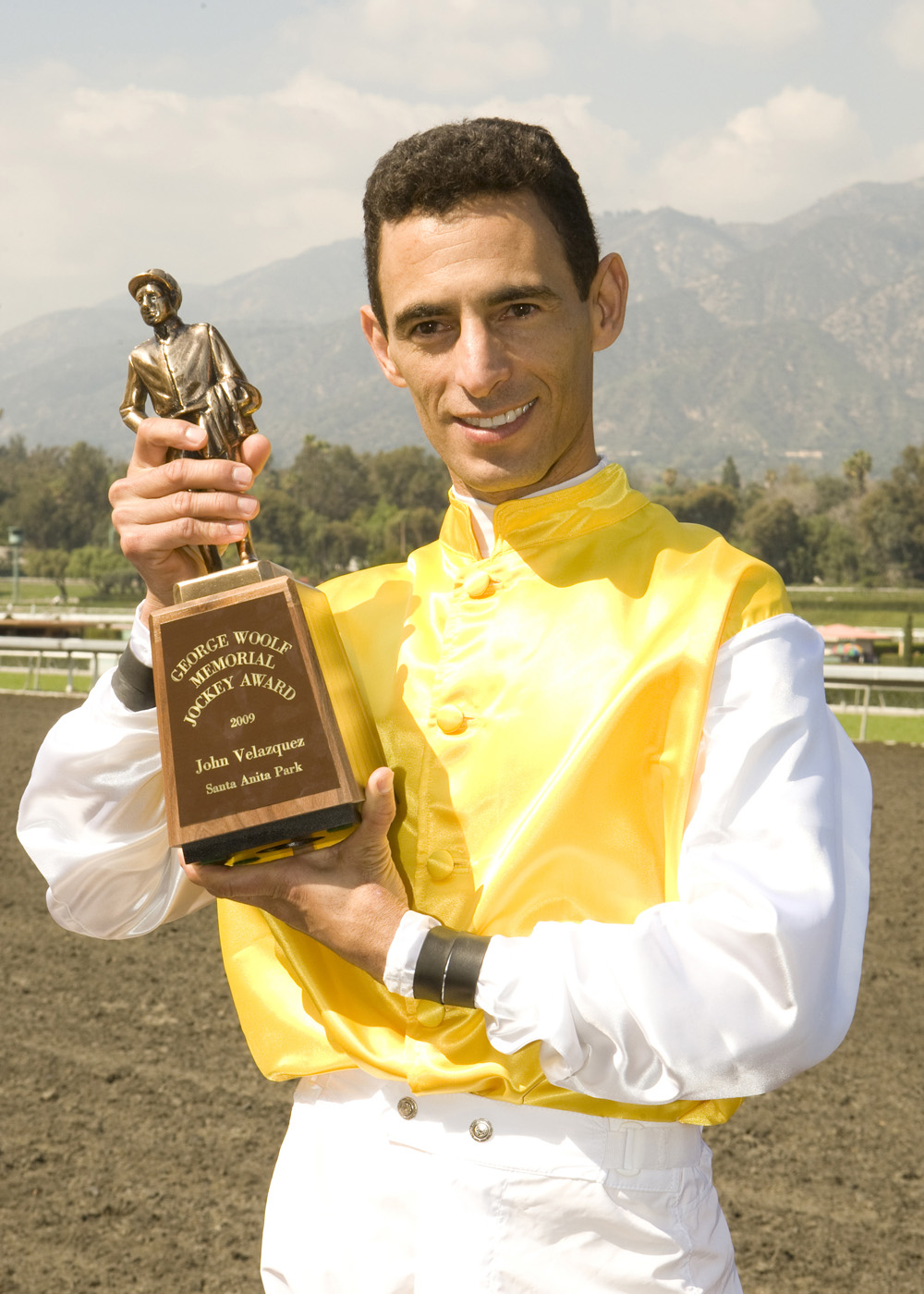 John Velazquez with the George Woolf Memorial Jockey Award in 2009 (Benoit Photo)