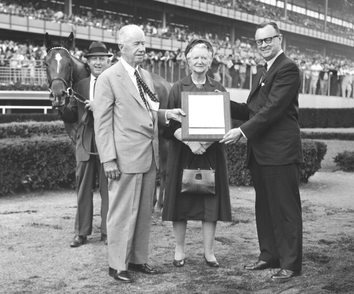 Christopher and Helen Chenery receive a proclamation in honor of the end of Cicada's racing career from NYRA President Edward T. Dickinson (Mike Sirico)