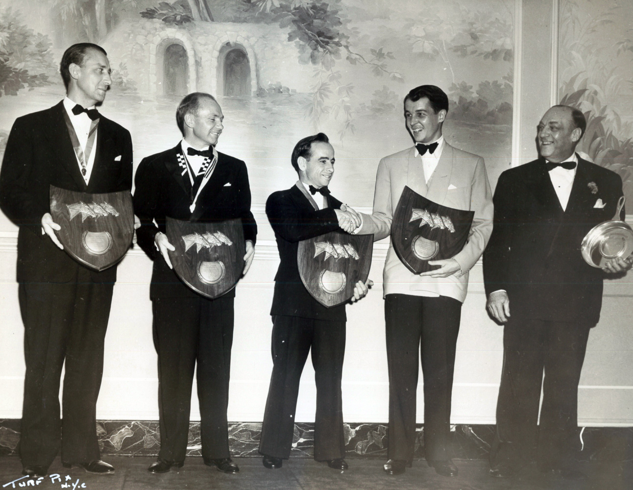 Alex Robb, Earl Sande, John Longden, Alfred G. Vanderbilt II, and G. Lamaze receive awards at the 9th annual Turf Writers Dinner at Saratoga in 1939 (TurfPix/Museum Collection)
