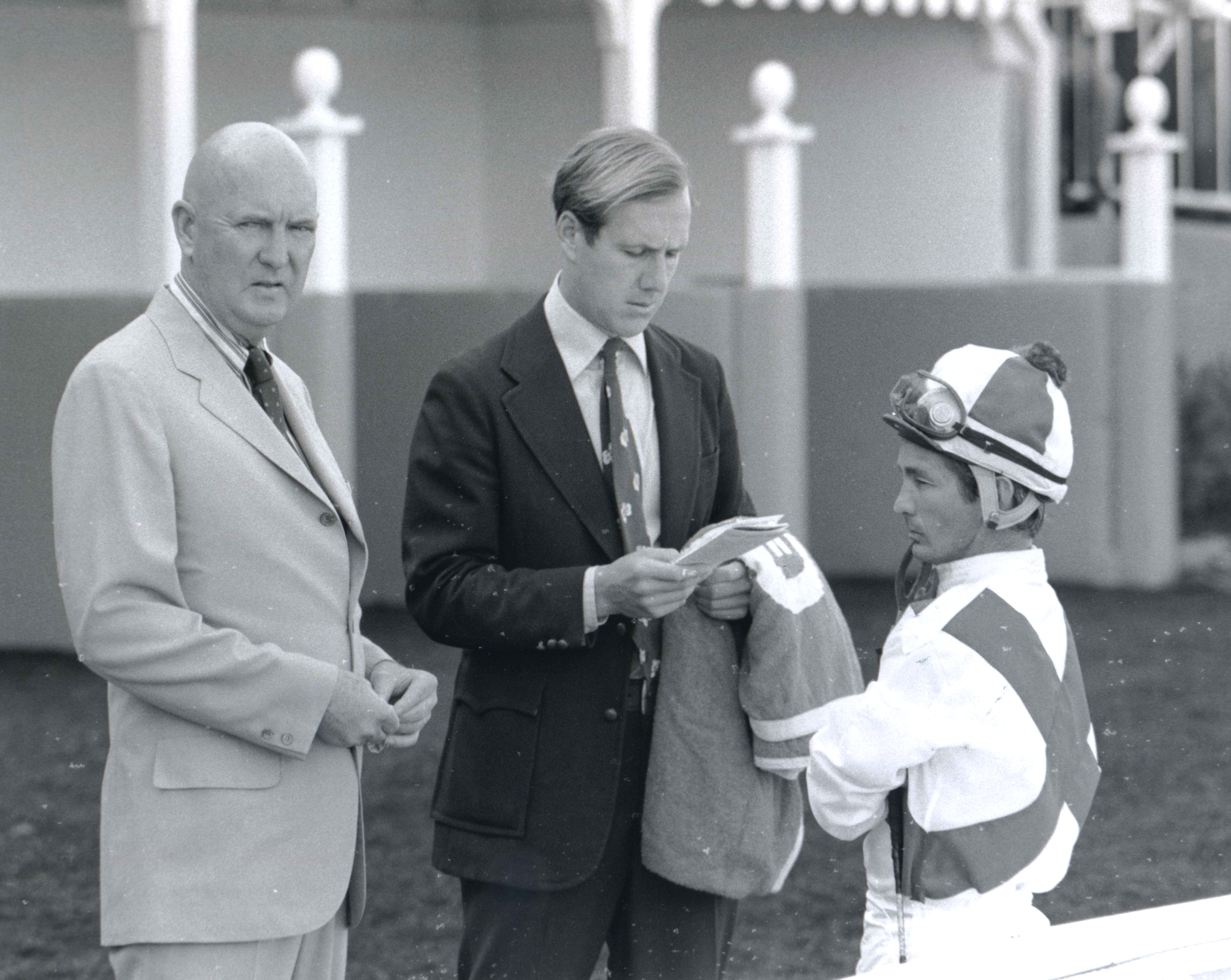 Charles Whittingham, Neil Drysdale, and Bill Shoemaker talk strategy in the saddling area at Hollywood Park in 1973 (Bill Mochon/Museum Collection)