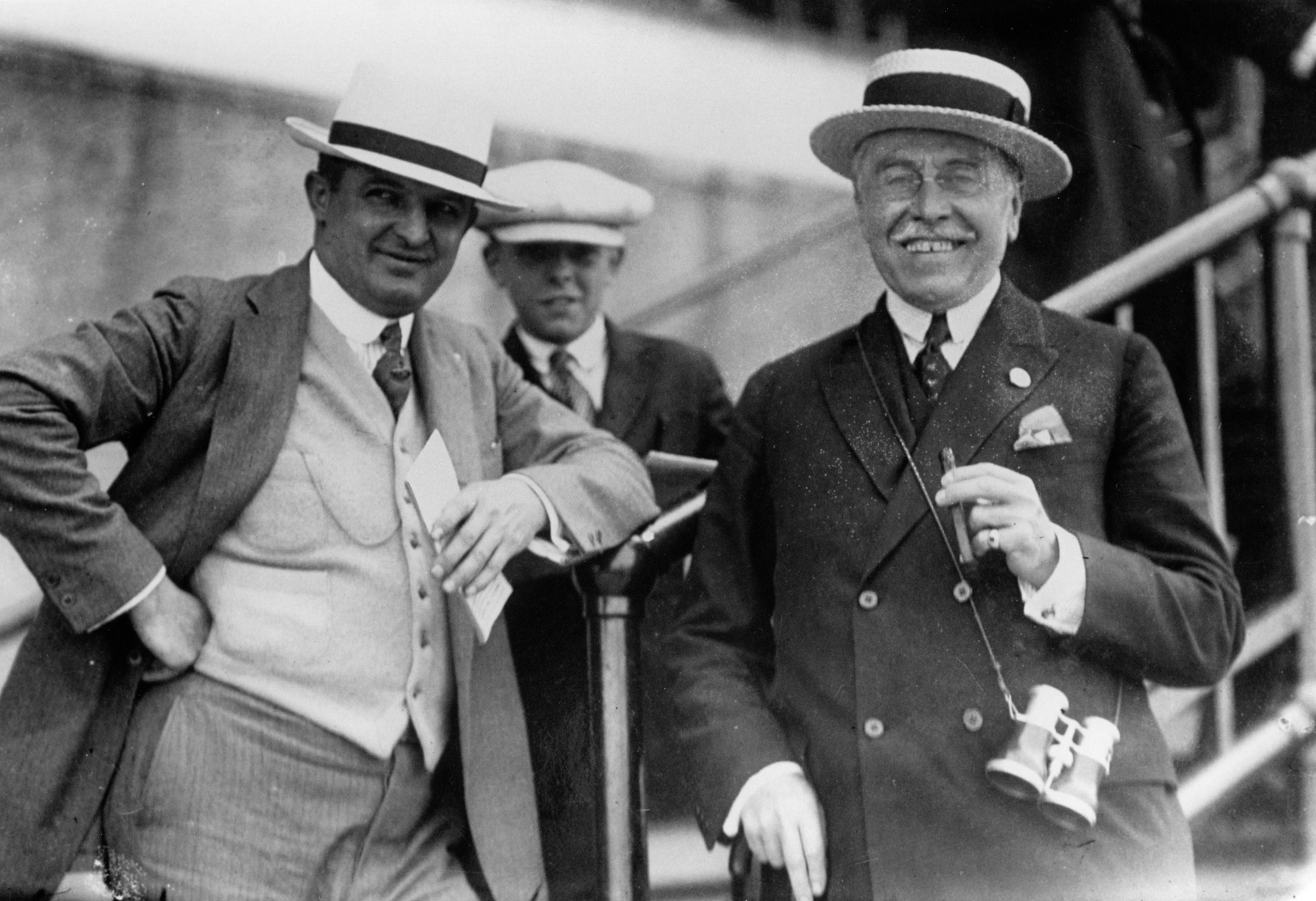 Trainer Louis Feustel (left) with Man o' War's owner Samuel D. Riddle (Keeneland Library Cook Collection/Museum Collection)