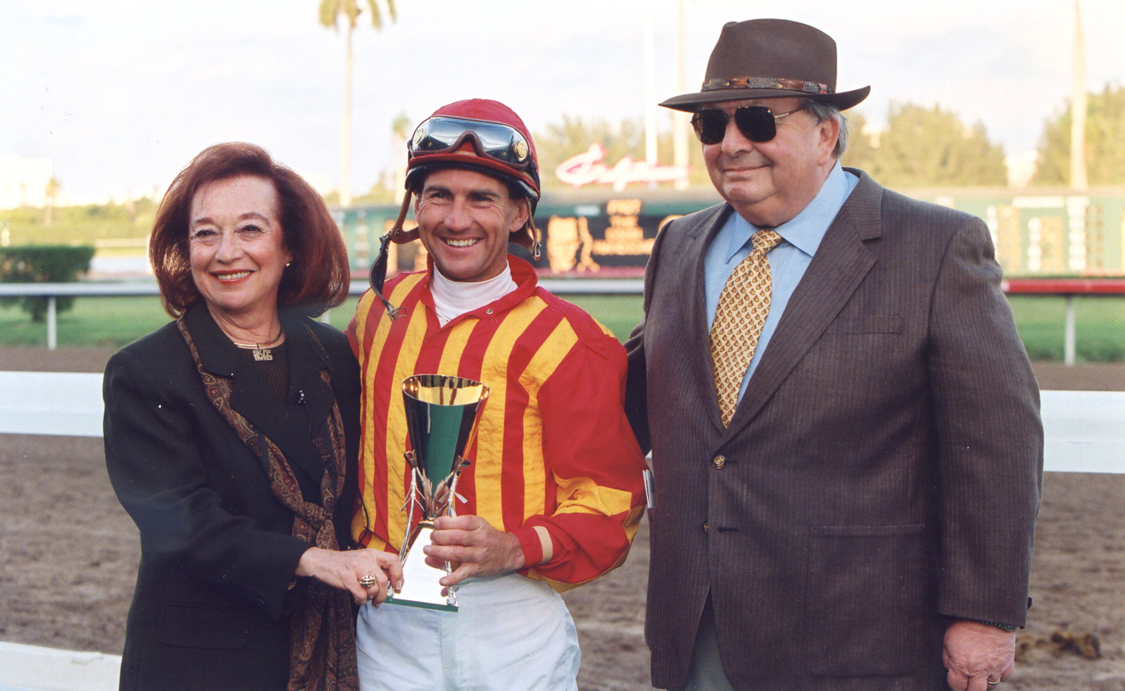 Sonny and Caroyln Hine with Jerry Bailey at the trophy presentation at Gulfstream Park in February 1998 (Barbara D. Livingston/Museum Collection)