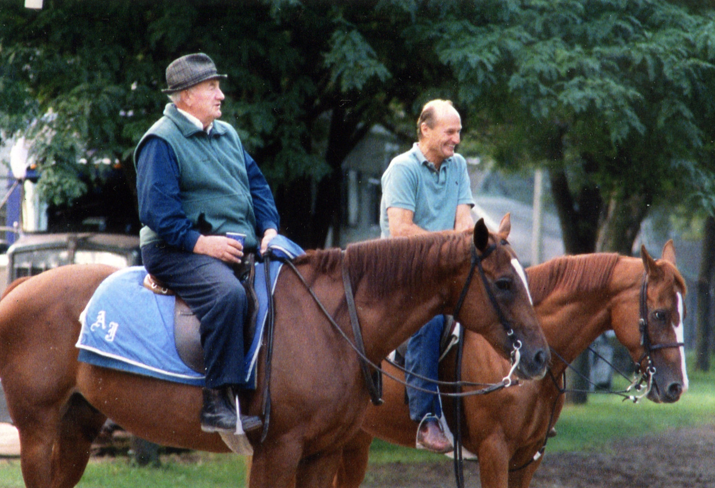 Trainers Allen Jerkens and Barclay Tagg sharing a moment during training hours at Saratoga (Mike Pender/Museum Collection)