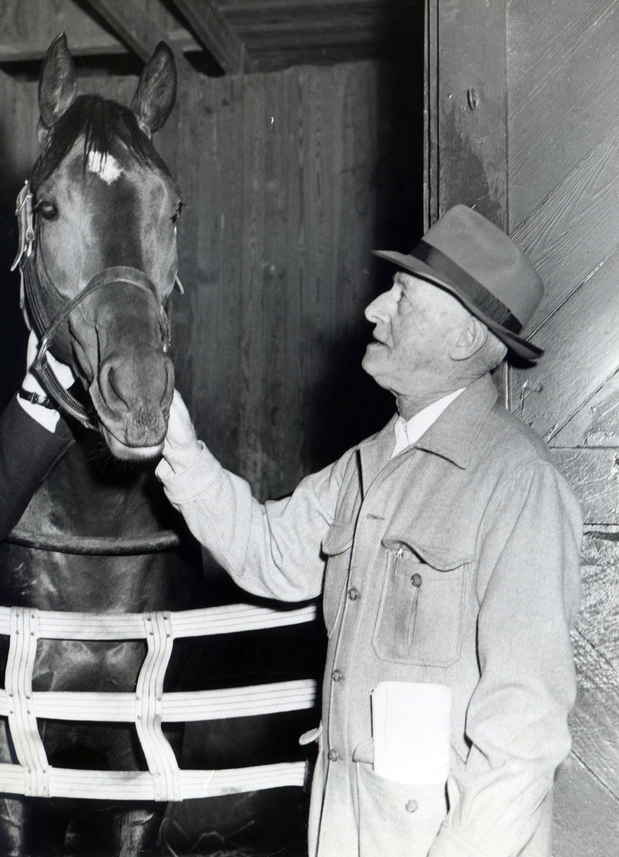 Trainer Bert Mulholland visits Jaipur in the barn (Jim Raftery Turfotos/Museum Collection)