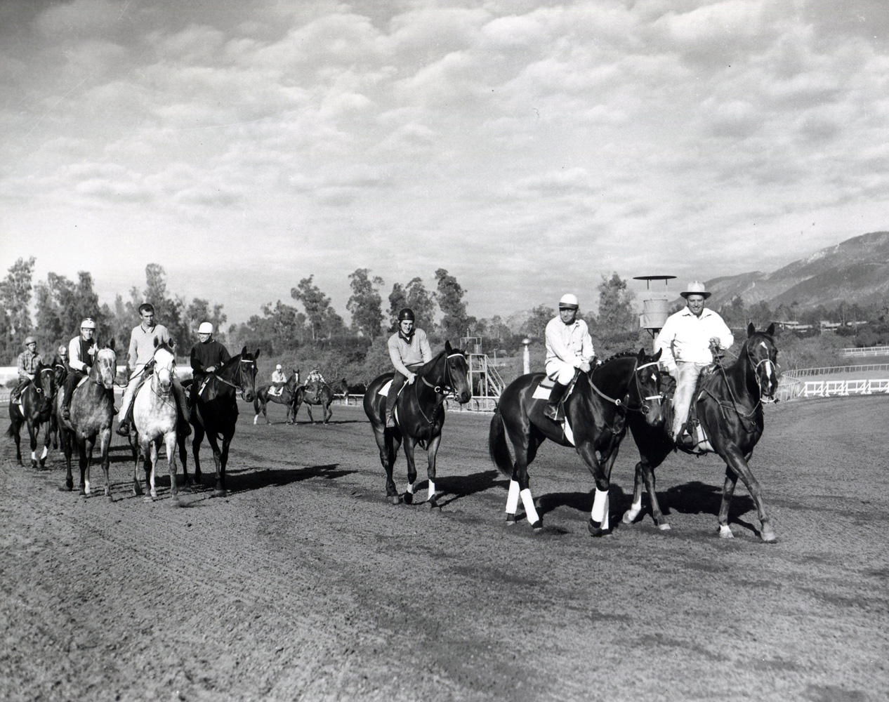 Robert Wheeler leading Tompion onto the track at Santa Anita Park, December 1960 (Bill Mochon/Museum Collection)